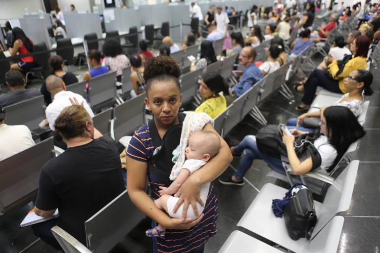 Valdineia dos Santos, 33, que espera vaga para o filho de seis meses